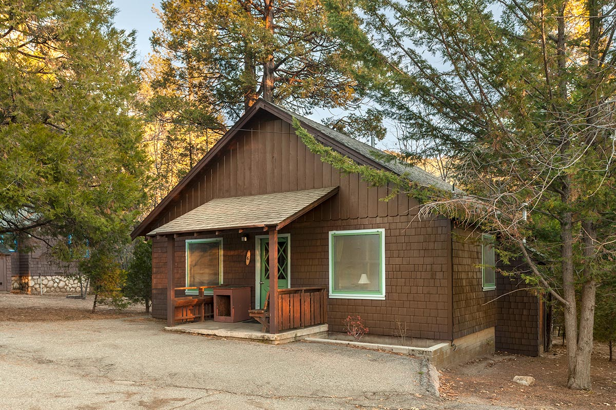 Rustic cabin 6 idyllwild inn for Rustic cabin homes