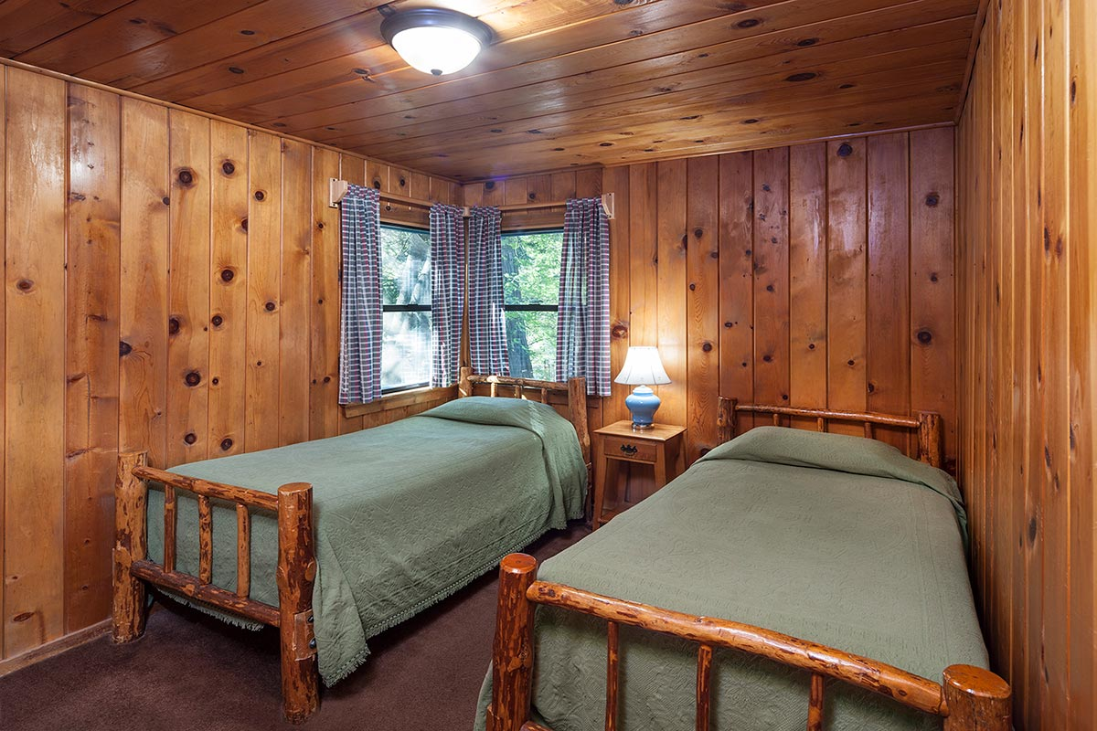 Rustic cabin 5 idyllwild inn for Two bedroom cabins