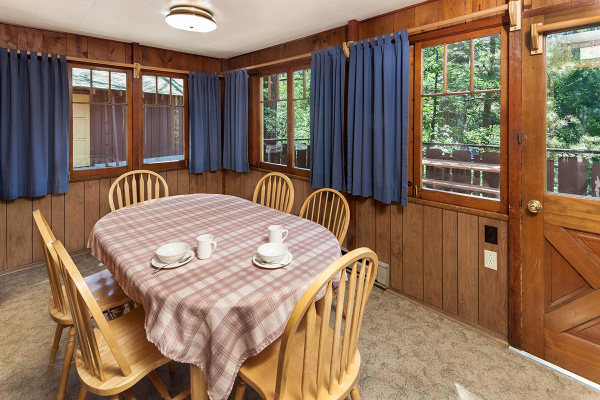 Cabin 4 Dining Room